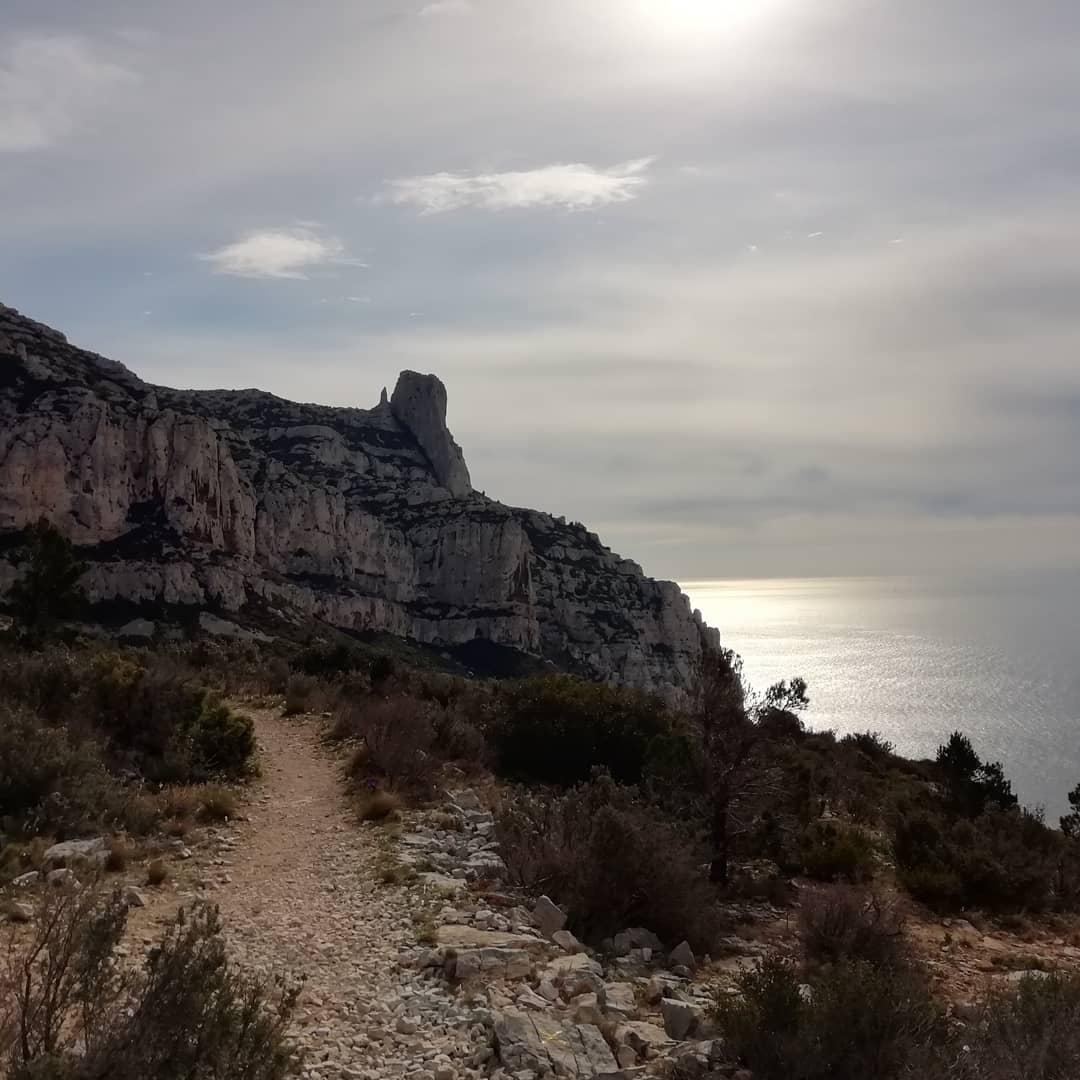sentier-randonnée-calanques-luminy-escalade-grandes-voies-guide