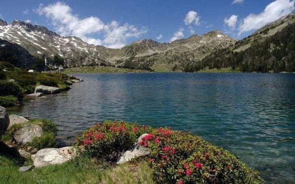 néouvielle-lac-montagne-pyrénées-randonnée